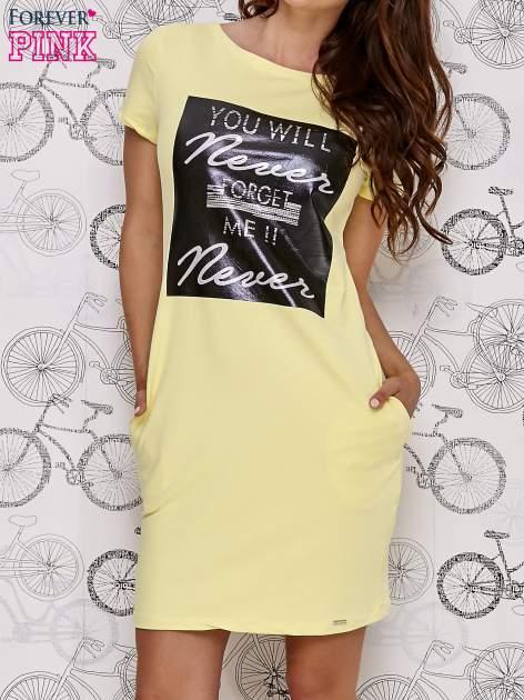 Żółta sukienka dresowa z napisem YOU WILL NEVER FORGET ME