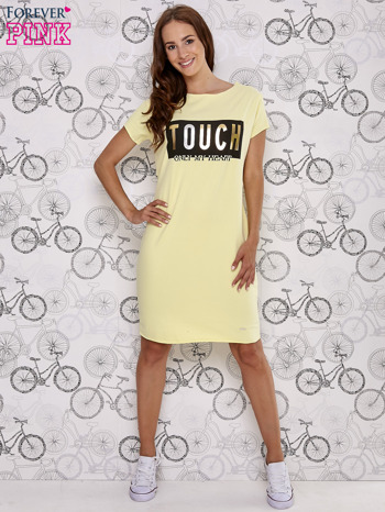 Żółta sukienka dresowa ze złotym napisem TOUCH                                  zdj.                                  2