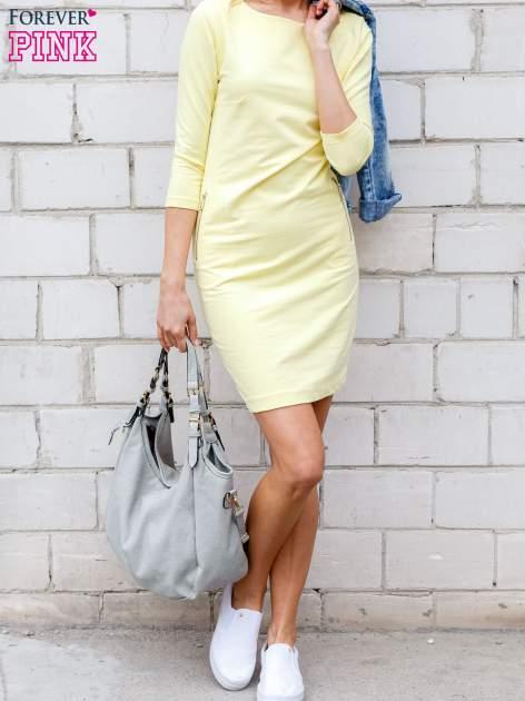 Żółta sukienka z kieszeniami na suwak                                  zdj.                                  1