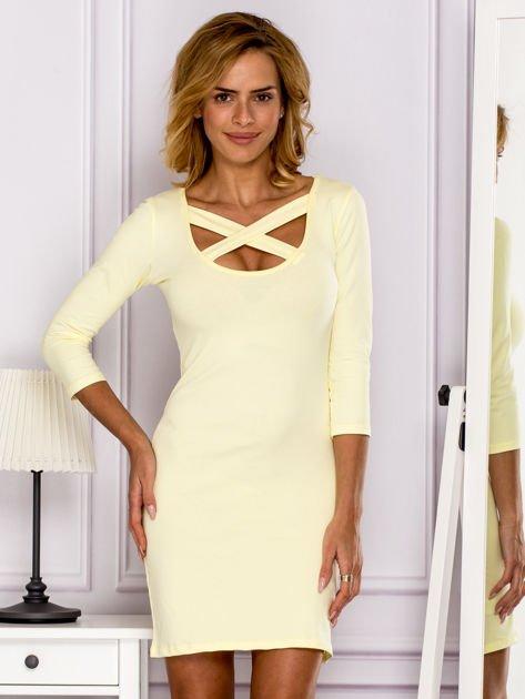 Żółta sukienka z paskami przy dekolcie                               zdj.                              1