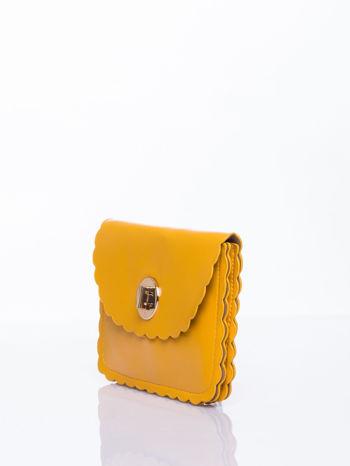 Żółta torebka listonoszka z falowanym wykończeniem                                  zdj.                                  3