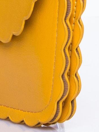 Żółta torebka listonoszka z falowanym wykończeniem                                  zdj.                                  8