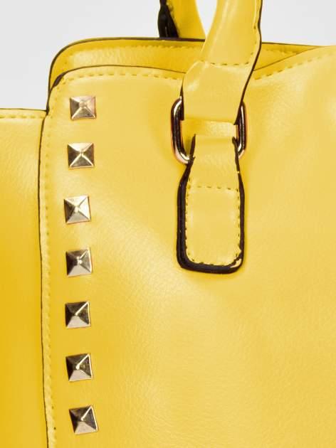 Żółta torebka na ramię z dżetami                                  zdj.                                  10