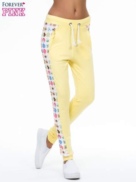 Żółte spodnie dresowe z kolorowym lampasem                                  zdj.                                  1