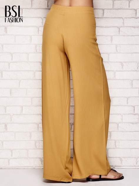 Żółte zwiewne spodnie typu palazzo                                  zdj.                                  2