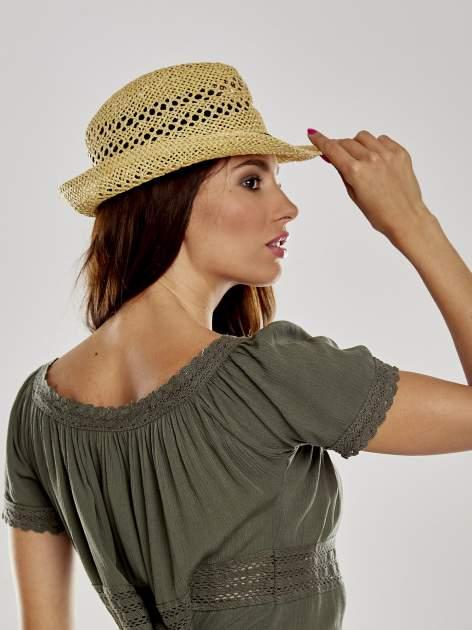 Żółty damski kapelusz kowbojski z ciemną plecionką                                  zdj.                                  3