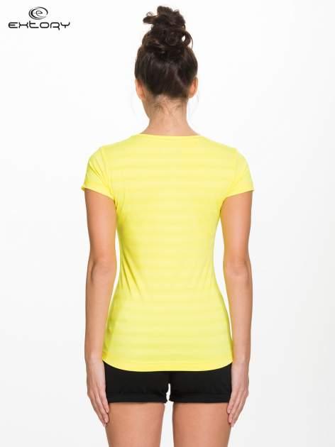 Żółty damski t-shirt sportowy w paski                                  zdj.                                  4