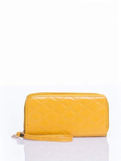 Żółty lakierowany pikowany portfel                                  zdj.                                  1