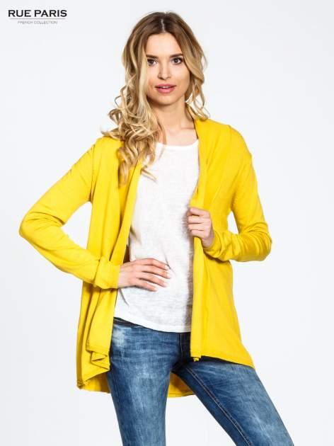 Żółty otwarty sweter narzutka z dłuższym tyłem                                  zdj.                                  1