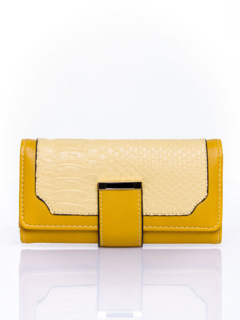 Żółty portfel z motywem skóry aligatora