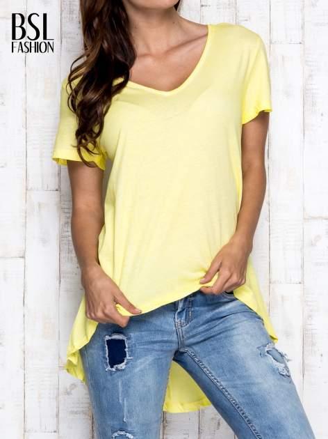 Żółty t-shirt acid wash z asymetrycznym dołem                                  zdj.                                  1