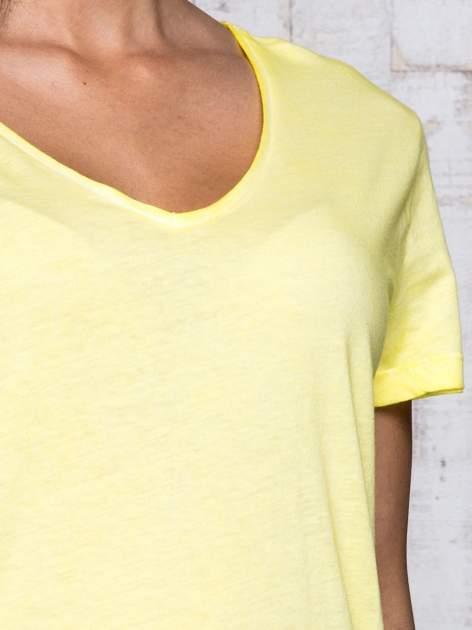 Żółty t-shirt acid wash z asymetrycznym dołem                                  zdj.                                  6