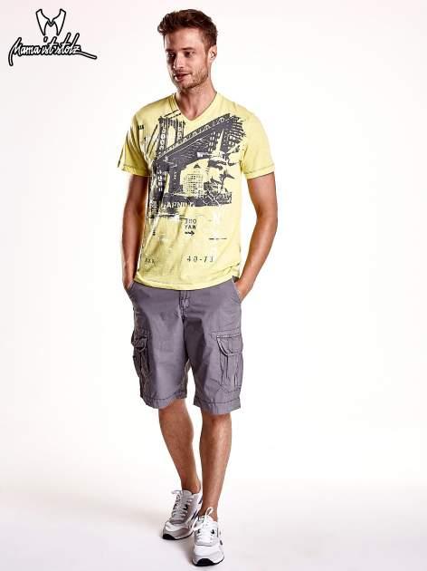 Żółty t-shirt męski z miejskim nadrukiem                                  zdj.                                  3