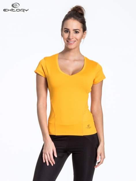 Żółty t-shirt sportowy termoaktywny z dekoltem V                                  zdj.                                  1