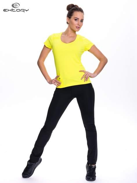 Żółty t-shirt sportowy z kieszonką na suwak PLUS SIZE                                  zdj.                                  2