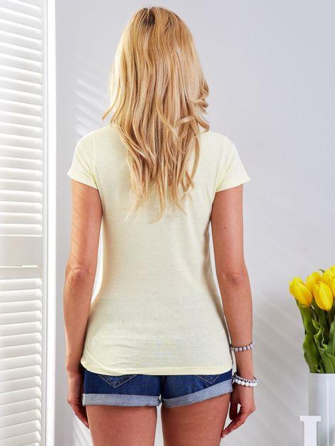 Żółty t-shirt z fotograficznym nadrukiem                                  zdj.                                  2