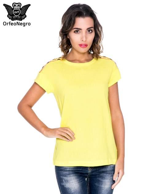 Żółty t-shirt z haftem na plecach zdobionym cekinami                                   zdj.                                  1