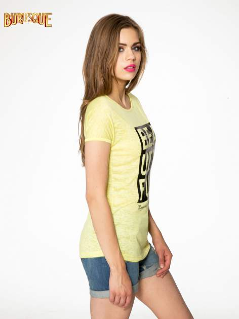 Żółty t-shirt z nadrukiem BEAUTIFUL                                  zdj.                                  2