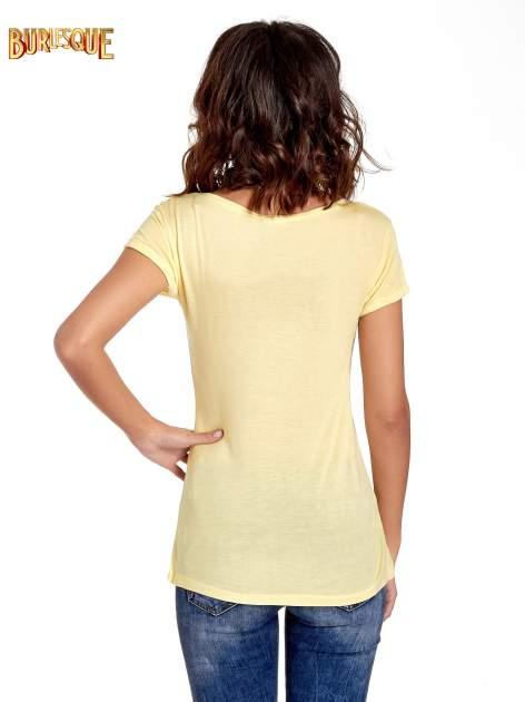 Żółty t-shirt z nadrukiem szczeniąt                                  zdj.                                  4