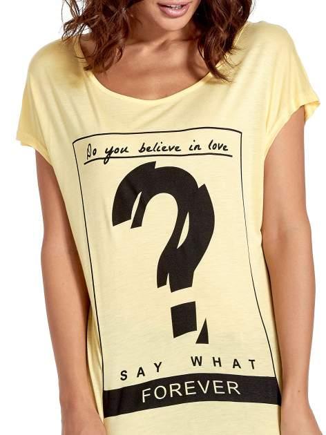 Żółty t-shirt z napisem DO YOU BELIEVE IN LOVE?                                  zdj.                                  5