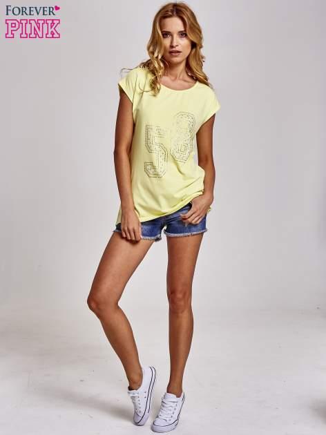 Żółty t-shirt z numerem 58 z dżetów                                  zdj.                                  2