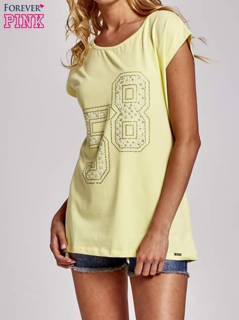 Żółty t-shirt z numerem 58 z dżetów                                  zdj.                                  1