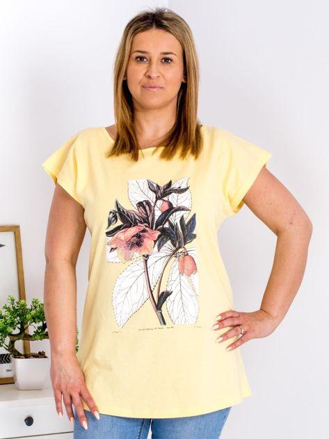 Żółty t-shirt z roślinnym motywem PLUS SIZE                              zdj.                              1