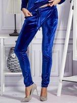 Aksamitne spodnie dresowe niebieskie                                  zdj.                                  1