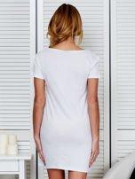 Bawełniana biała sukienka z nadrukiem                                  zdj.                                  2