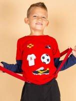 Bawełniana czerwona bluzka dla chłopca ze sportowymi naszywkami                                  zdj.                                  1