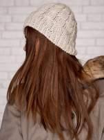 Beżowa dziergana czapka z kwiatkiem                                  zdj.                                  3