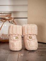 Beżowe dziergane buciki dziewczęce z kwiatuszkami i perełkami                                  zdj.                                  4