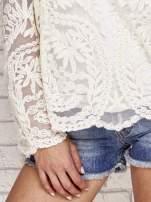 Beżowy ażurowy sweterk mgiełka z rozszerzanymi rękawami                                  zdj.                                  5