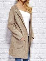 Beżowy sweter z kieszeniami                                  zdj.                                  2