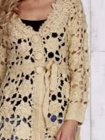 Beżowy sweter z wiązaniem w pasie                                                                          zdj.                                                                         7