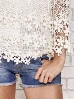 Beżowy szydełkowy sweterek z rozszerzanymi rękawami                                                                          zdj.                                                                         5
