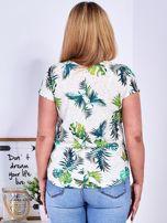 Beżowy t-shirt z egzotycznym roślinnym motywem PLUS SIZE                                  zdj.                                  2