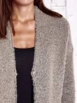 Beżowy włochaty sweter z otwartym dekoltem                                  zdj.                                  6