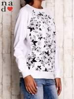 Biała bluza z kwiatowym nadrukiem                                  zdj.                                  3