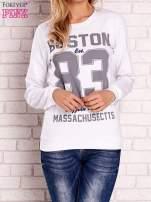 Biała bluza z napisem BOSTON 83                                  zdj.                                  1