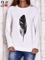 Biała bluza z piórkiem