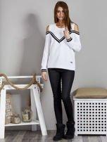 Biała bluza z ukośnymi ściągaczami                                  zdj.                                  4