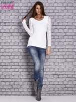 Biała bluzka z ażurowymi rękawami                                  zdj.                                  2
