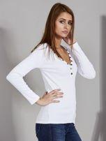 Biała bluzka z zatrzaskami przy dekolcie                                   zdj.                                  5