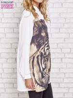 Biała długa koszula z nadrukiem tygrysa                                  zdj.                                  3