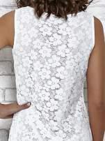 Biała koronkowa sukienka z wiązaniem przy dekolcie