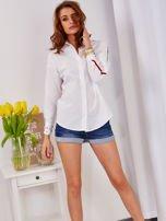 Biała koszula z perełkami na mankietach                                  zdj.                                  4