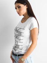 Biała koszulka damska z nadrukiem                                  zdj.                                  3