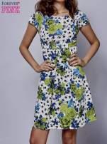 Biała rozkloszowana sukienka z krótkim rękawem w zielone kwiaty                                  zdj.                                  1
