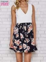 Biała sukienka skater z kwiatowym dołem                                  zdj.                                  1